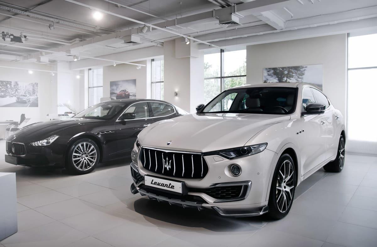 Белый Maserati Levante от LARTE Design вид спереди