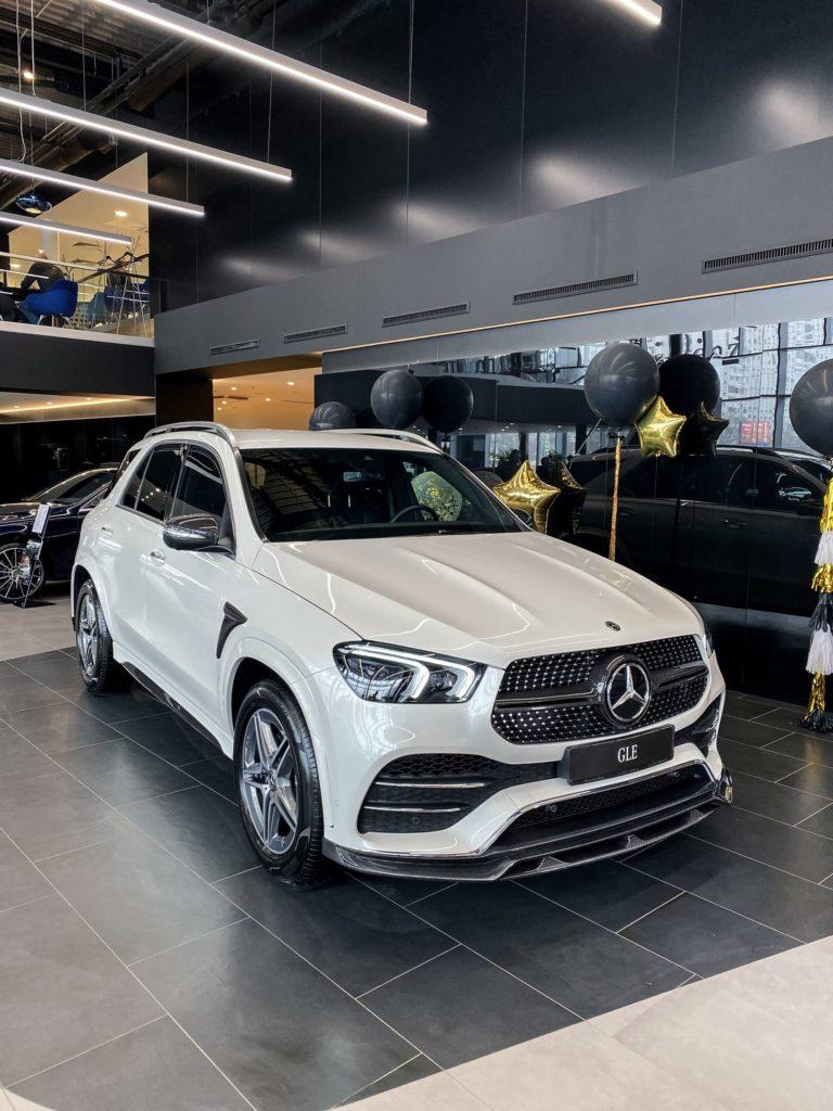 Mercedes-benz GLE 400d 4matic у официального дилера «Звезда Столицы Варшавка » вид спереди