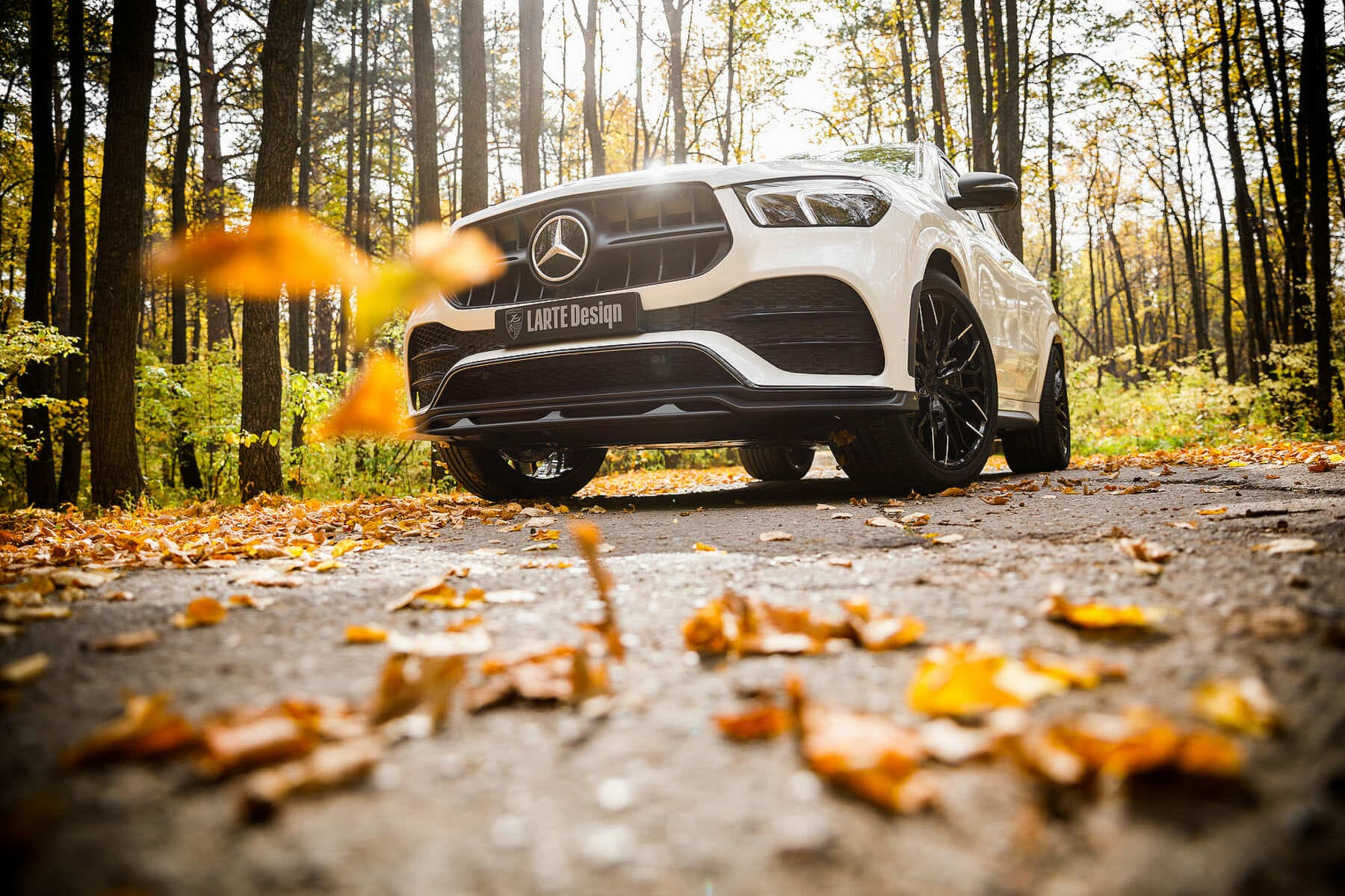 Белый Mercedes-Benz GLE Coupe С167 2019 в тюнинговом комплекте от Larte